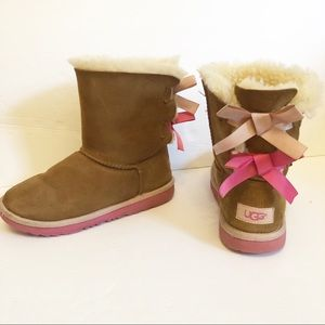 Uggs Bailey Bow II Girls Boot Chesnut Pink size 2